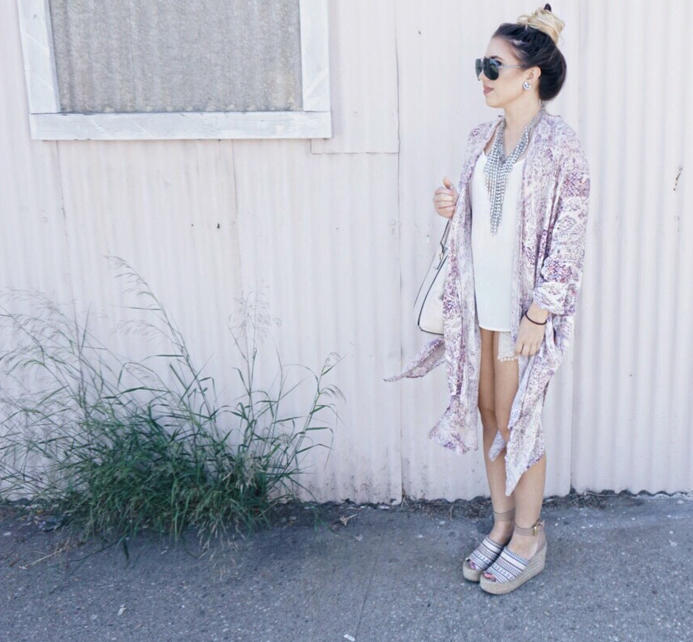 road-trip-essentials-chic-ootd-kimono-fall-style-07