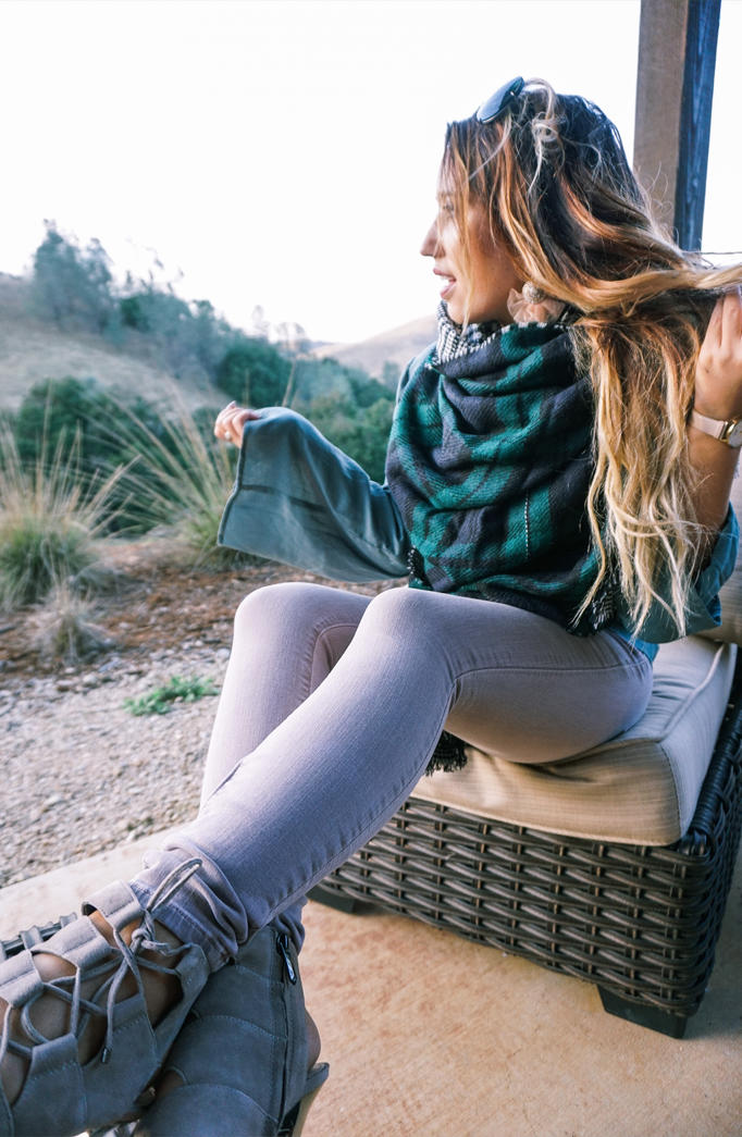 scarf-fall-staple-elevate-look-holiday-gift-inspo-01