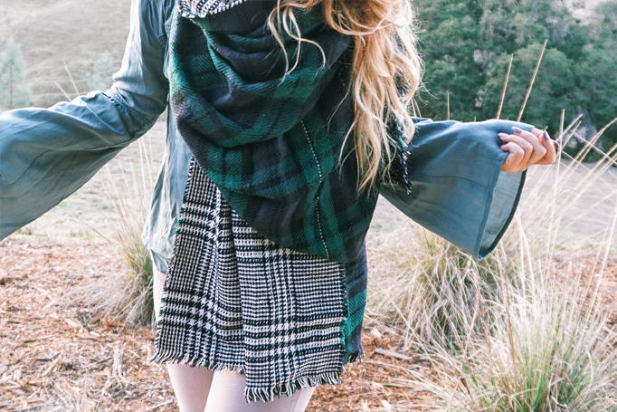 scarf-fall-staple-elevate-look-holiday-gift-inspo-03
