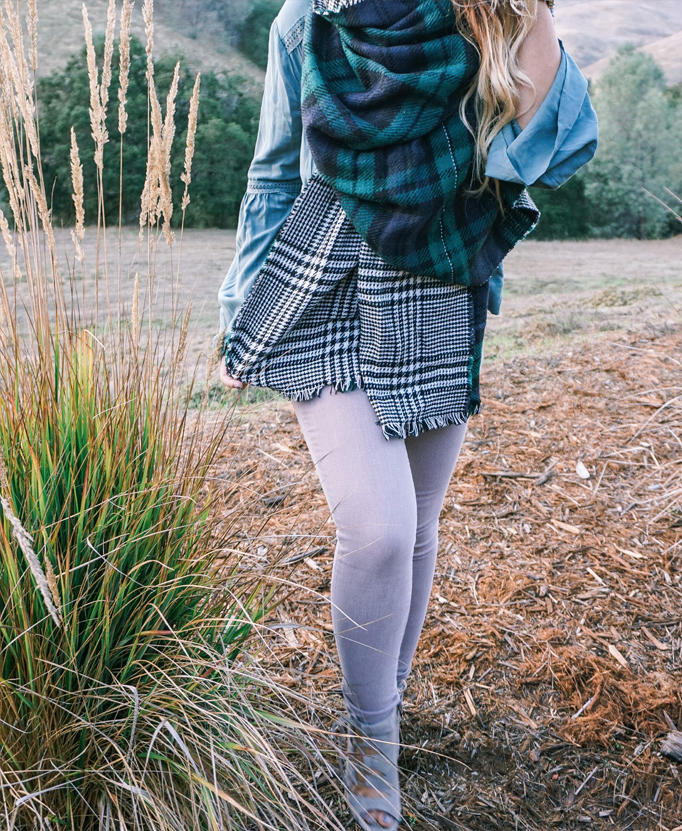 scarf-fall-staple-elevate-look-holiday-gift-inspo-05